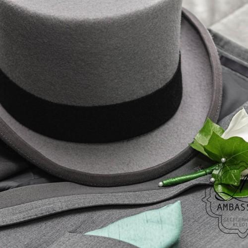 hoge hoed of cilinderhoed van natuurvilt in het grijs