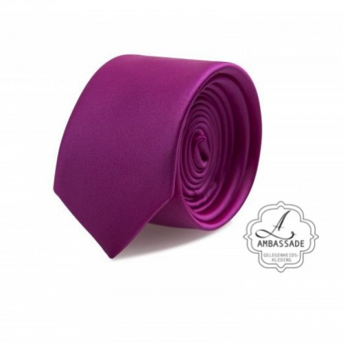 Gladde glansende effen stropdas van satijn met een pochet voor een bruidegom of voor bij een jacquet in pastel tinten. Paars