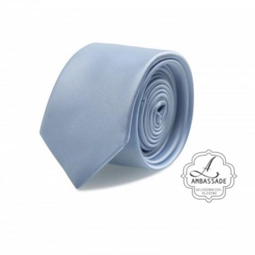 Gladde glansende effen stropdas van satijn met een pochet voor een bruidegom of voor bij een jacquet in pastel tinten. Baby blauw