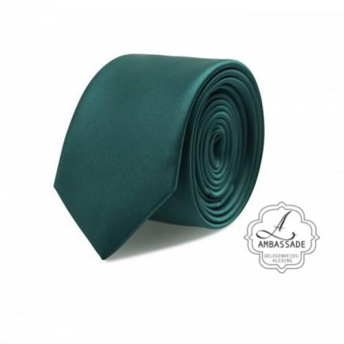 Gladde glansende effen stropdas van satijn met een pochet voor een bruidegom of voor bij een jacquet in pastel tinten. Donker groen