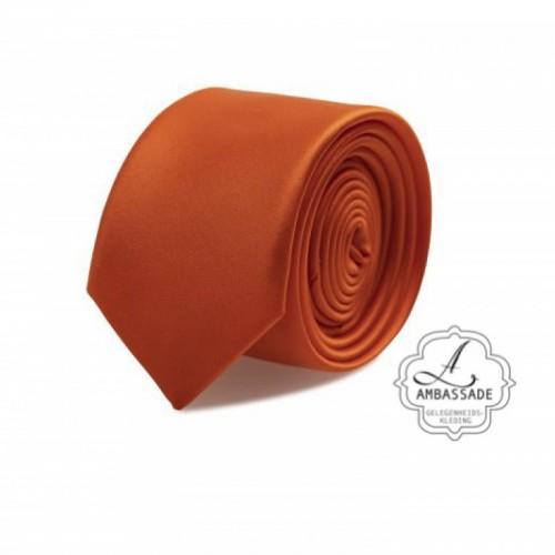 Gladde glansende effen stropdas van satijn met een pochet voor een bruidegom of voor bij een jacquet in pastel tinten. Oranje