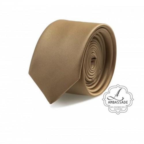 Gladde glansende effen stropdas van satijn met een pochet voor een bruidegom of voor bij een jacquet in pastel tinten. Brons