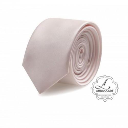 Gladde glansende effen stropdas van satijn met een pochet voor een bruidegom of voor bij een jacquet in pastel tinten. Zacht roze