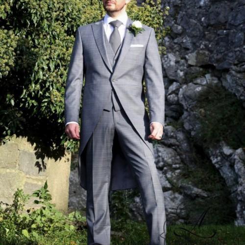 modern grijs trouw jacquet voor de bruidegom.