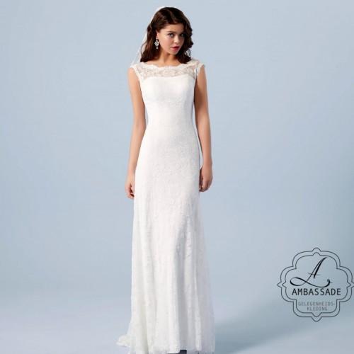 Kanten bruidsjurk met slank vallende rok