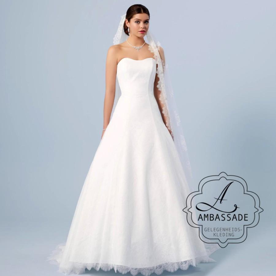 Romantische bruidsjurk van kant met wijde rok