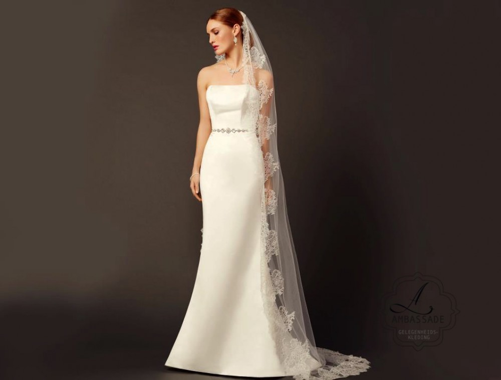 Satijnen bruidsjurk met gladde rok P2769