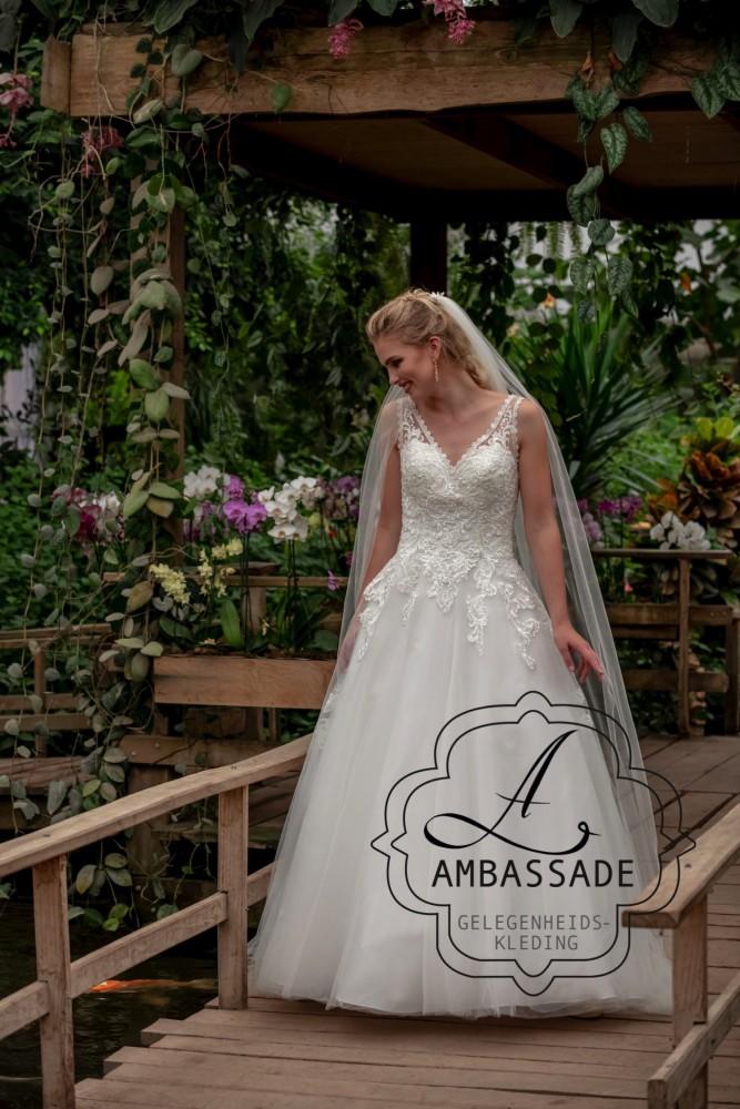Romantische bruidsjurk met wijde rok P2909