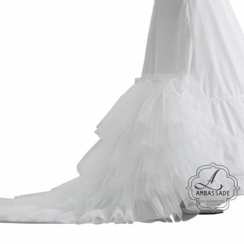 Heb je een lange sleep en wil je deze extra mooi doen uitkomen? Dan is dit een uitkomst. Liever je jurk meenemen voor het uitzoeken van accessoires? Vraag naar de mogelijkheden voor stijladvies.