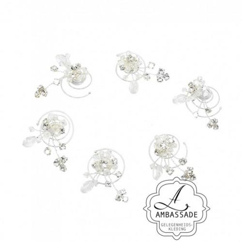 Mooie curlis met parales en strass steentjes voor in je bruidskapsel. Liever je jurk meenemen voor het uitzoeken van accessoires? Vraag naar de mogelijkheden voor stijladvies.