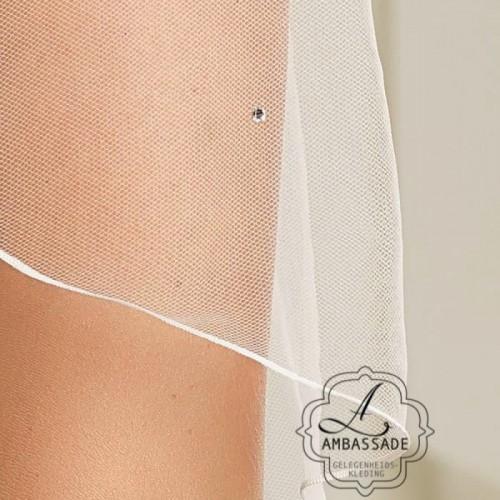 Detail van enkellaagse sluier met swarovski steentjes. Liever je jurk meenemen voor het uitzoeken van accessoires? Vraag naar de mogelijkheden voor stijladvies.