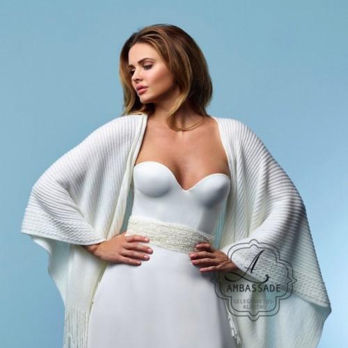 Gave stola voor bij je bruidsjurk! gegarandeerd warm! Liever je jurk meenemen voor het uitzoeken van accessoires? Vraag naar de mogelijkheden voor stijladvies.