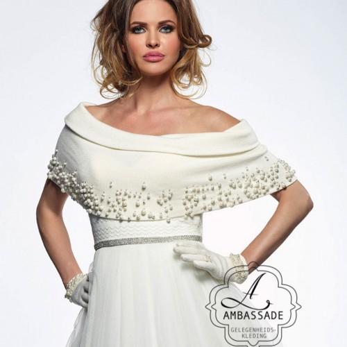 Stoere gebreide top met parels incl. handschoenen € 149,95. Liever je jurk meenemen voor het uitzoeken van accessoires? Vraag naar de mogelijkheden voor stijladvies.