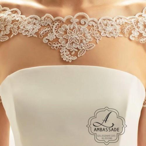 Deze huidkleurige tule top kan je onder je strapless bruidsjurk dragen om te zorgen dat deze toch niet zo bloot is.