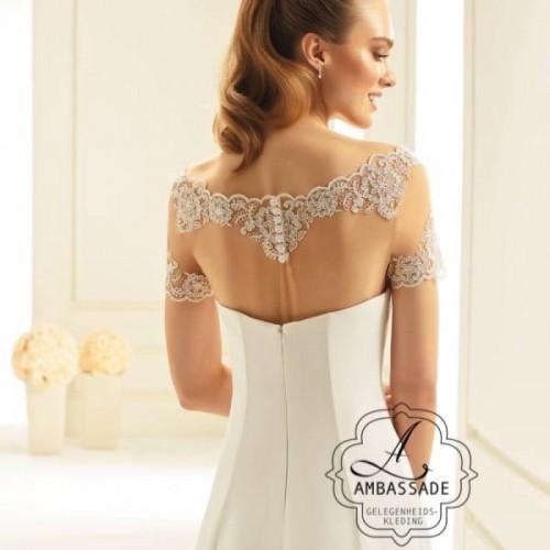 Achterkant van tule top met kant. Liever je jurk meenemen voor het uitzoeken van accessoires? Vraag naar de mogelijkheden voor stijladvies.