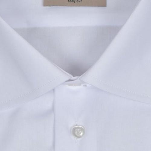 wit katoenen overhemd voor onder een jacquet van Bosweel. Kentkraag en dubbele manchetten.
